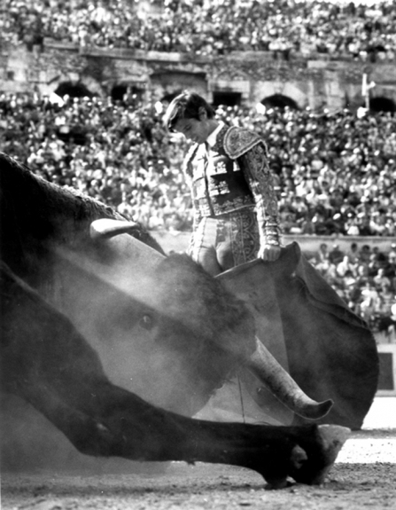 Lucien CLERGUE El Cordobes après le descabello, Nîmes, 1965, (réf. 809), silver print, signed and numbered, Ed.30